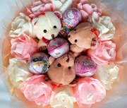 Букеты из шоколадных яиц и игрушек к празднику,  подарок любимым,  девушке,  коллеге,  подруге